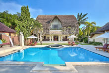 The Bli Bli Villa 6 Bedrooms - Unique Villa with Luxurious Taste in Seminyak