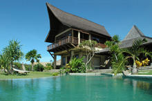 Bungadesa Estate - Balinese Style Beachfront Villa