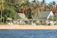 Family Bure - Cozy 2-Bedroom Beachfront Bure