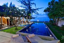 The Emerald Beach Villa 4 - A Serene Beachfront Experience