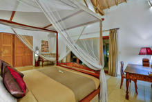 Villa Damai Kecil - A Magnificent 3 Bedroom Villa with Balinese Style - 18