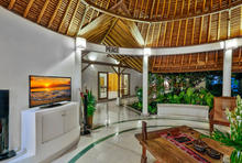 Villa Damai Kecil - A Magnificent 3 Bedroom Villa with Balinese Style - 13