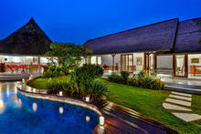 Villa Damai Kecil - A Magnificent 3 Bedroom Villa with Balinese Style - 3