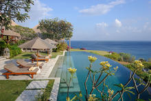 Villa Bayuh Sabbha - Estate perched over the ocean