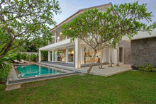 Villa DelMar - A Stylish Tropical Design Villa