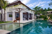 Villa Lago - Luxurious Four Bedroom Beachfront Villa