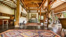Villa Desa Roro - Exotic 5 Bedroom Villa With Traditional Balinese Design in Tropical Canggu - 8