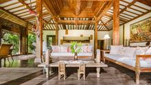 Villa Desa Roro - Exotic 5 Bedroom Villa With Traditional Balinese Design in Tropical Canggu - 12