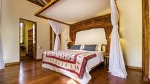 Villa Desa Roro - Exotic 5 Bedroom Villa With Traditional Balinese Design in Tropical Canggu - 32
