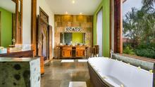 Villa Desa Roro - Exotic 5 Bedroom Villa With Traditional Balinese Design in Tropical Canggu - 38