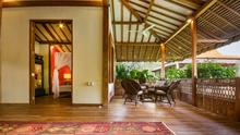 Villa Desa Roro - Exotic 5 Bedroom Villa With Traditional Balinese Design in Tropical Canggu - 43