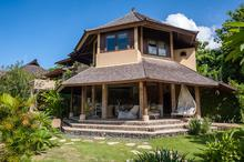 Little Bungadesa - Stunning Beachfront 4 Bedroom Villa