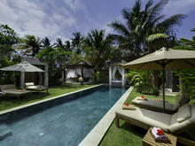 Villa Raj - Combination of Relaxed Indoor and Outdoor Gourmet Living