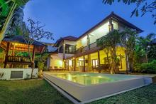 The Mawar Estate - 7 Bedroom Villa in Centre of Seminyak Perfect for Your Group
