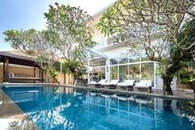 Villa Alocasia - Elegant 4BR Villa Surrounded by Lush Green Rice Paddies in Canggu