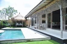 Santai Beach House - 3 BR Beautiful Villa Covered with Tropical Vibe