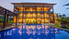 South Point Ocean - 8 Bedroomed Stunning Beachfront Villa