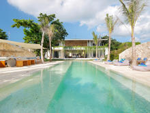 Villa Seascape - Stunning 5 BR villa On The Oceans Edge of Nusa Lembongan