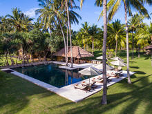 Sira Beach House - 6 Bedroom Villa with Tropical Ambiance